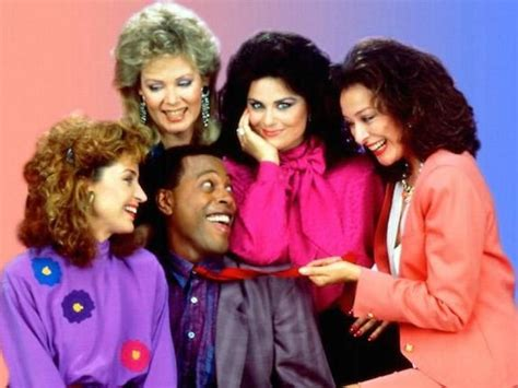 """Annie Potts Is Ready For A """"Designing Women"""" Reboot—And So"""