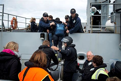 evacuees board the naval ship hmnzs canterbury on