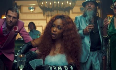 """Maroon 5 & SZA Premiere Fun """"What Lovers Do"""" Music Video"""