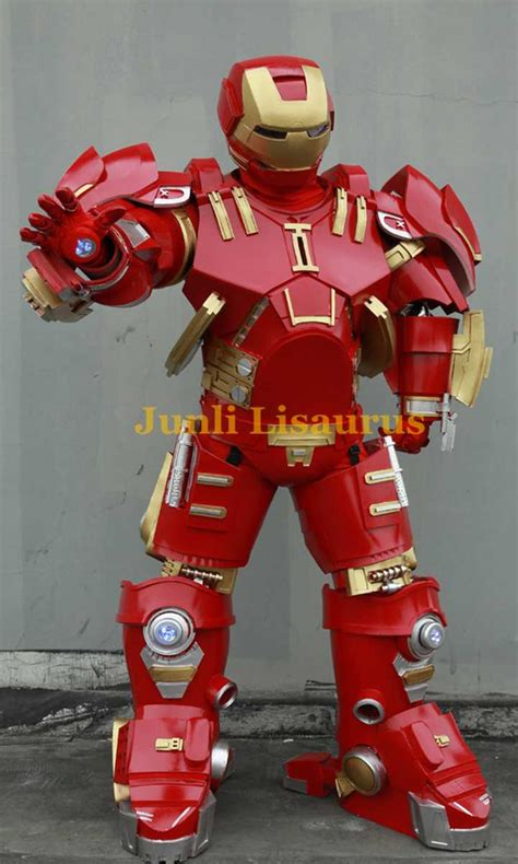 Makers Create Giant Hulkbuster Iron Man Costumes,Life-Size