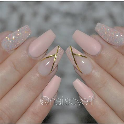 Nail tech MUA Hairstylist Located in Gothenburg Sweden And