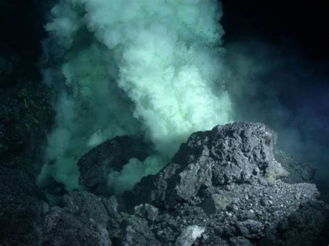 Largest volcano on Earth discover, called 'Tamu Massi