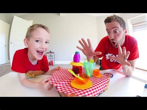 Father & Son PLAY CRAZY CAFE! / Don't Break The Dishes